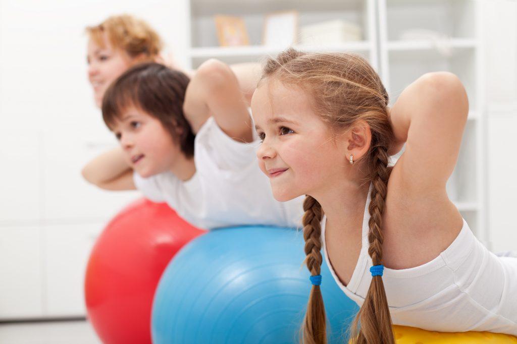 a importancia da atividade física para crianças em academias